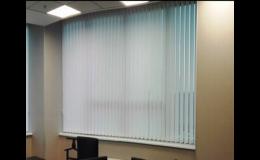 Vertikální interiérové žaluzie, dodání a montáž stínicí techniky