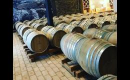 Zrání vína ve velkých sudech
