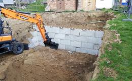 Betonové bloky pro výstavbu teras a opěrných zdí