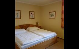 Pohodlné pokoje s TV, lednicí, klimatizací