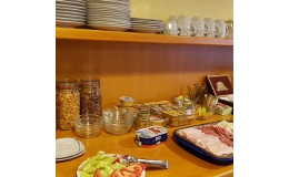 Snídaně formou švédských stolů v ceně ubytování