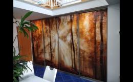 Posuvné dveře z grafického skla - dodání, montáž