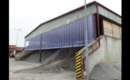 Omezení víření prachu díky lamelovým PVC clonám