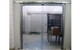 Kyvná vrata s plastovou výplní do potravinářských provozů