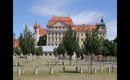 Divadelní louka na nádvoří Louckého kláštěra