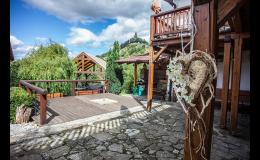 Romantický venkovní obřad v Hotelu Roubenka
