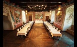 Pronájem historického sálu pro Váš firemní meeting nabízí Hotel Zámek Valeč