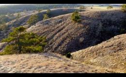 V blízkosti hotelu Zámek Valeč se nachází přírodní rezervace Mohelenská hadcova step