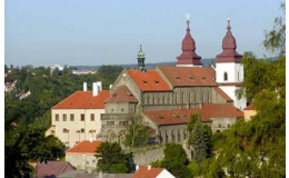 Město Třebíč, které se nachází v blízkosti hotelu Zámek Valeč, je skvělým místem na výlet