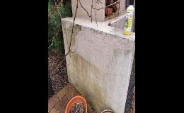 Vysokotlaké čištění špinavých zdí, fasád