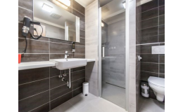 Moderní koupelna, WC v pokojích hotelu Kaskáda Kurdějov