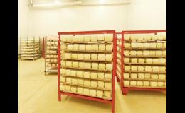Moravský výběrový sýr v blocích, krájený, plátkovaný