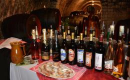 Degustace vína s výkladem a občerstvením ve vinném sklípku