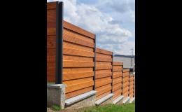 Ploty ze dřeva a plotová prkna dodává společnost Wood Cité, s.r.o.