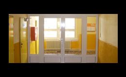 Interiérová prosklená dveřní a okenní konstrukce v protipožární úpravě