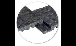 Díky spojovacím zámkům mohou být panely snadno rozebrány