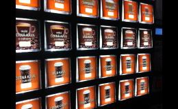 Bohatá nabídka teplých nápojů v automatech Delikomat