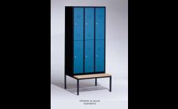 Dělené maloobjemové šatní skříně s lavicí pro zaměstnance firmy i návštěvníky sportovišť