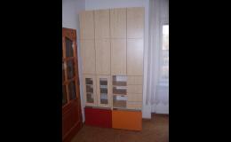 Výroba zakázkového nábytku - obývací a předsíňové stěny, skříně, jižní Morava
