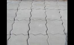 Zámková dlažba z betonu ve tvaru dvouvlnky, Jihočeský kraj