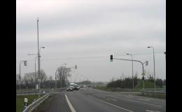 Společnost AMAKO, spol. s r.o. vyrábí ocelové sloupy a stožáry pro umístění světelné signalizace