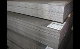 Ocelové plechy slzičkové, pozinkované, rýhované, děrované - sklady Moravské Budějovice, Třebíč a Tábor