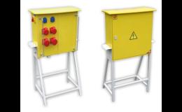 Výrobou a prodejem staveništních rozvaděčů se zabývá společnost ELPLAST-KPZ Rokycany, spol.s r.o.