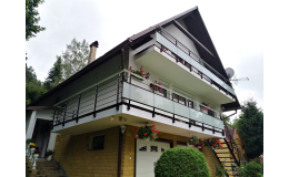 Moderní zábradlí z certifikovaných materiálů pro rodinné domy