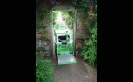 Samochodný štěpkovač GreenMech o šíři 74 cm pracuje ve svahovitosti 35°