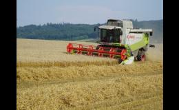 Polní práce moderními zemědělskými stroji - Zlínský kraj