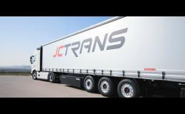 Nákladní kamionová doprava pro přepravu nadrozměrných nákladů