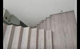 Odborná pokládka vinylových schodnic, schodiště na míru