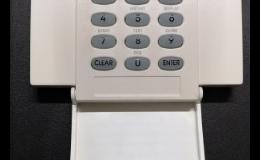 Zabezpečovací systém s optickým či akustickým upozorněním