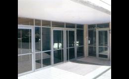 Zakázková výroba venkovních dveří, oken, stěn