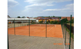 Vybavení pro tenisové kurty - sítě, sloupky i umělé lajny