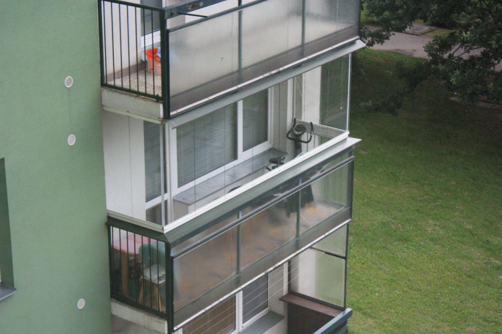 Zasklení balkonu brno cena