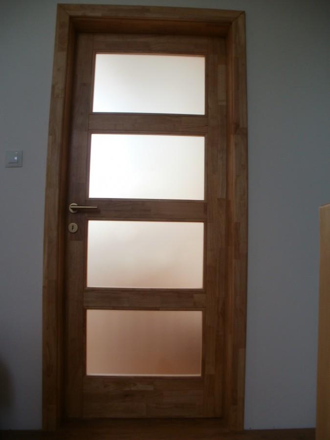 Vyrábíme nábytek, ale také dveře, podlahy či kuchyňské linky ze dřeva kaučukovníku brazilského.