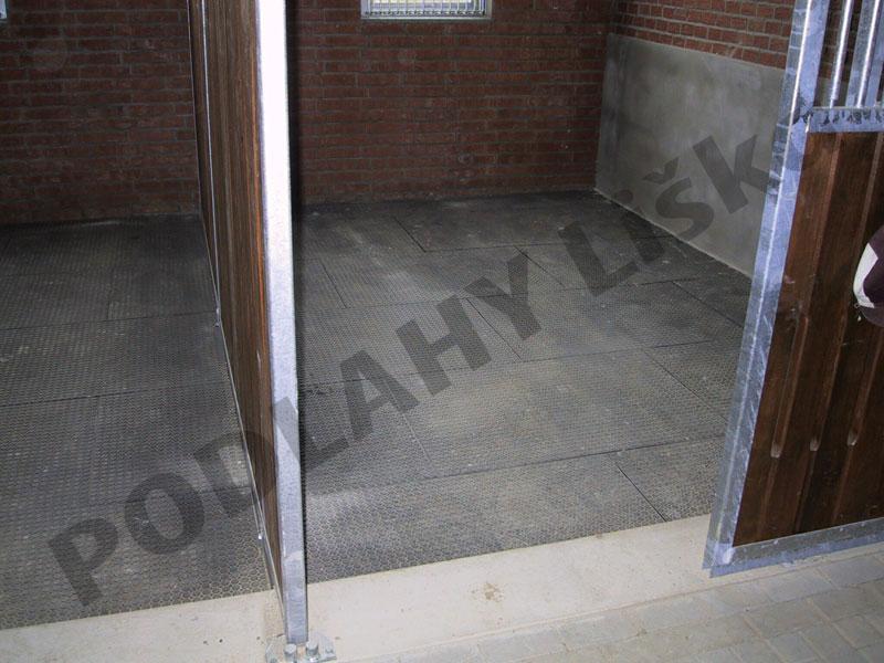 Vyrábíme, dodáváme a montujeme kvalitní průmyslové podlahy vhodné pro skladové provozy.