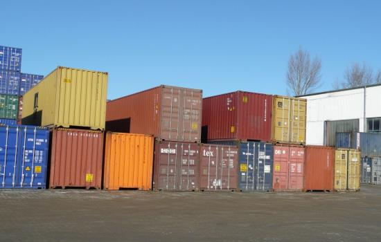 Ocelové námořní přepravní kontejnery poslouží i jako sklad či dílna