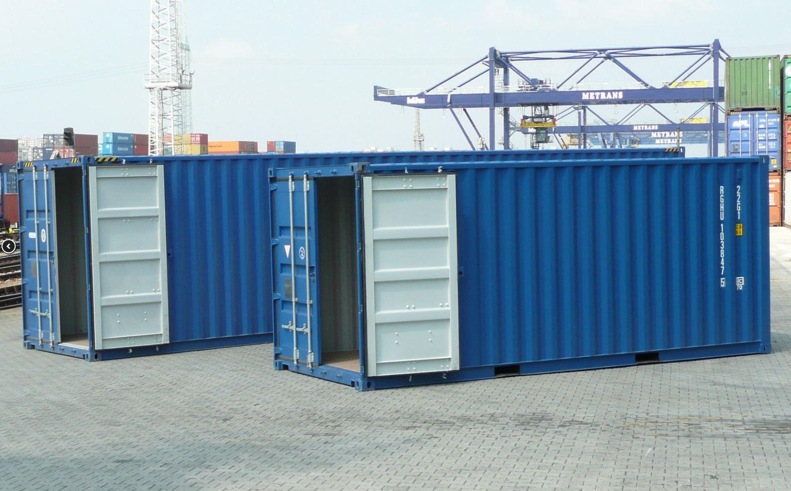 Ocelové námořní přepravní kontejnery využijete také jako skladovací prostory či dílnu.
