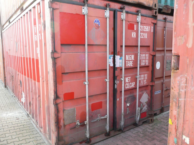 Ocelové námořní přepravní kontejnery jsou pevné a zvládnou náročné podmínky i velké zatížení.