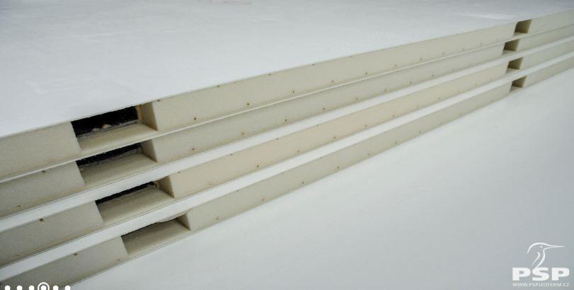 Vyrábíme sendvičové izolační panely za použití technologie lepení ve vakuovém lise