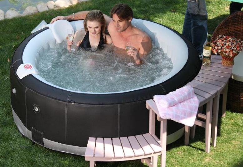 Výroba i zastřešení bazénů a mobilních vířivek pro každou zahradu