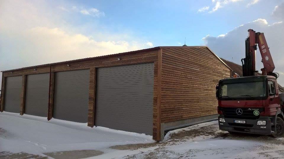 Ocelové konstrukce i sekční vrata přispěly při stavbě hospodářské budovy v Krokovicích