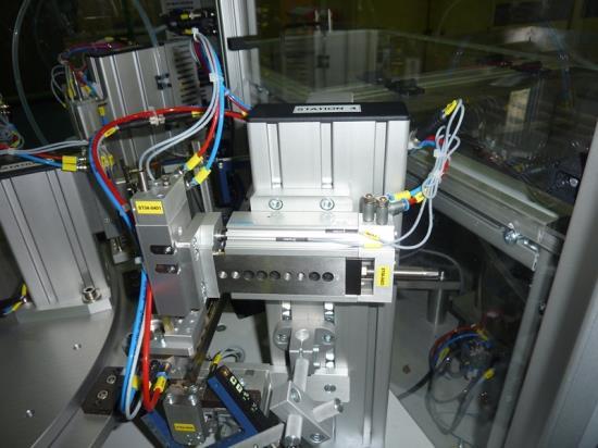UNIREG Dvůr Králové nad Labem: Výroba rozvaděčů i servis strojů