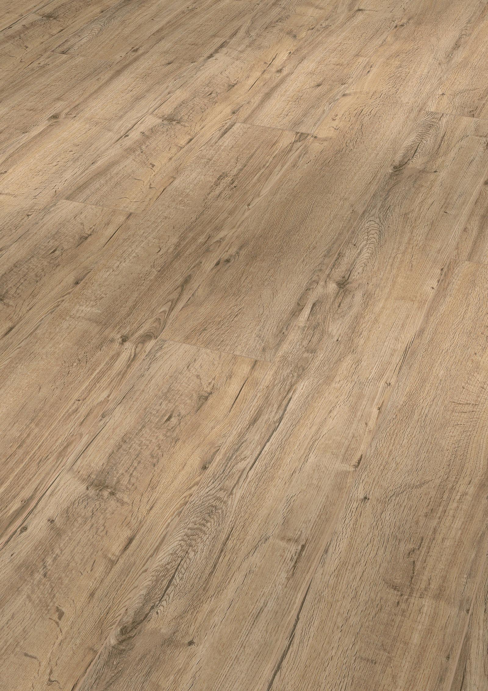 Masivní dřevěné podlahy, korkové podlahy i vinylové podlahy