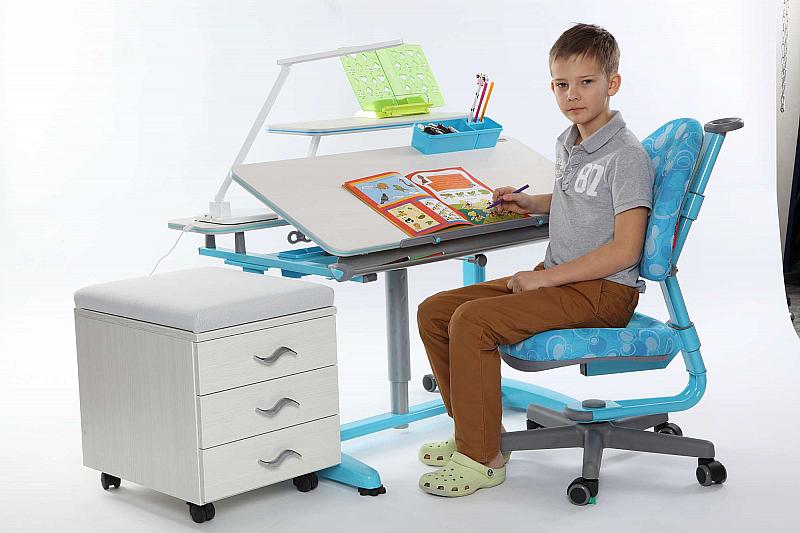 Výškově nastavitelný stůl s sebou přináší snadnou manipulaci