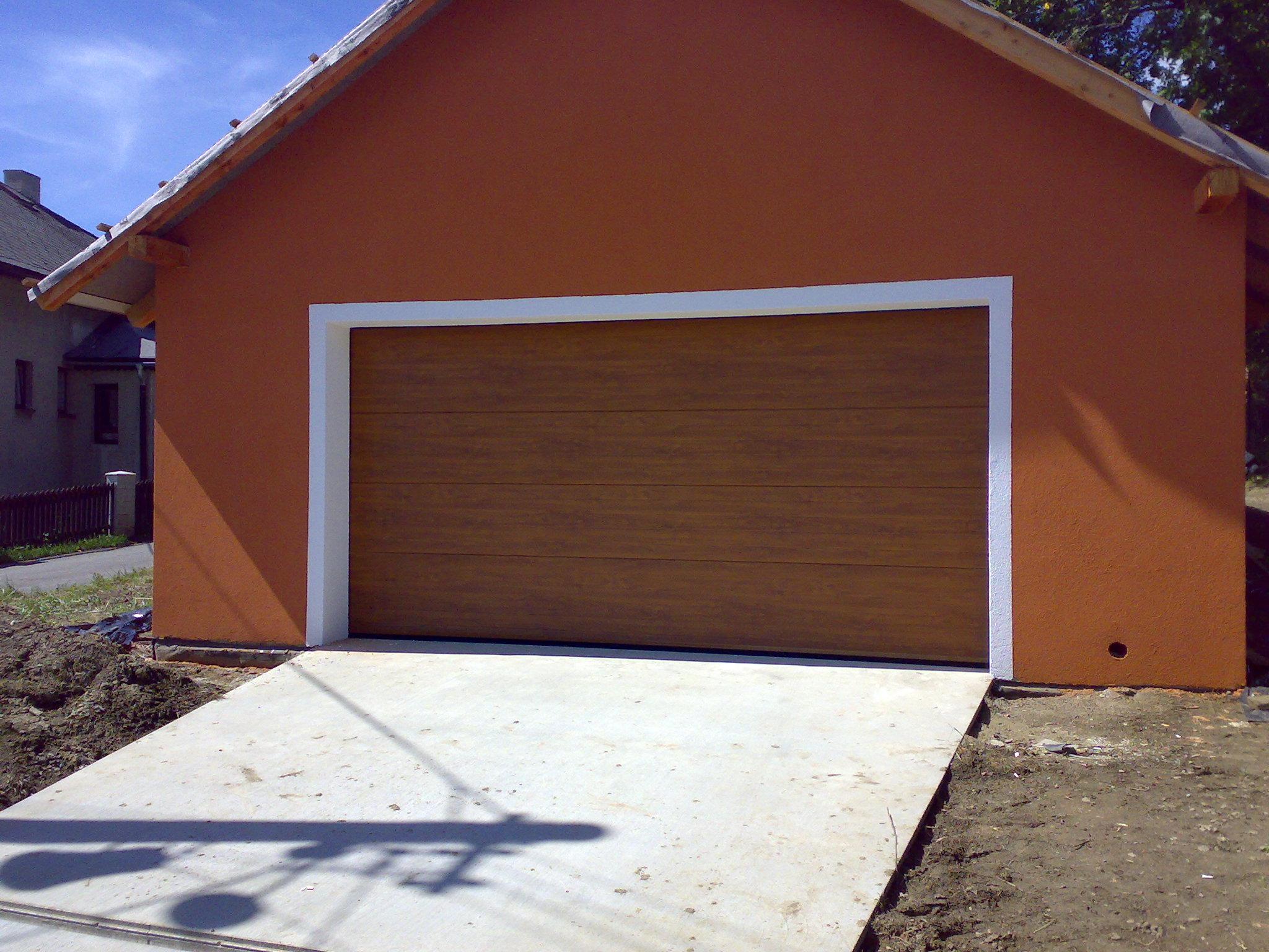 Pro oddělení prostor s rozdílnou vlhkostí použijte kyvná fóliová vrata