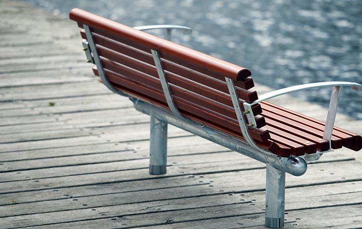 Městský mobiliář obsahuje vybavení pro parky, města i dětská hřiště
