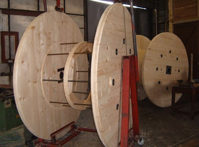 Dřevěné kabelové bubny na zakázku